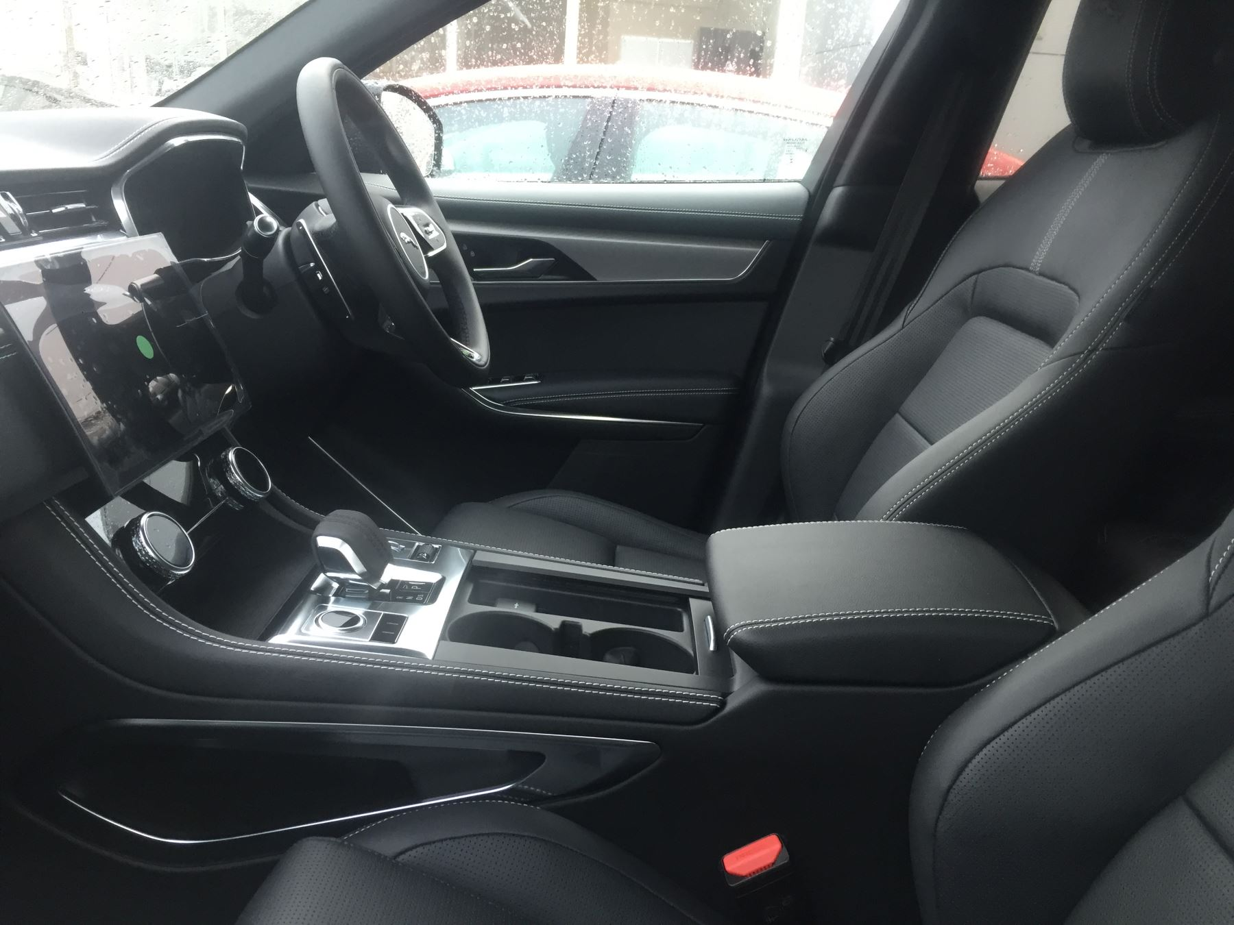 Jaguar F-PACE 2.0 D200 R-Dynamic S AWD image 3
